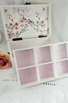 Diy Decoupage Tray, Decopage, Decoupage Printables, Decoupage Tutorial, Wooden Box Crafts, Aluminum Can Crafts, Box Storage, Tea Box, Sewing Box