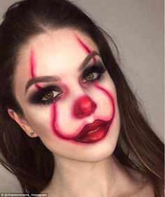 These are going to be the most popular Halloween make-up looks - halloween clown Maquillage Halloween Clown, Halloween Makeup Clown, Amazing Halloween Makeup, Halloween Eyes, Halloween Makeup Looks, Halloween 2019, Girl Clown Makeup, Easy Clown Makeup, Halloween Celebration