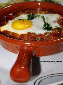 Celíaca por sorpresa nos deleita con una #receta de huevos a la flamenca #singluten y con nuestro pan Sin Gluten, Ethnic Recipes, Food, Celiac, Eggs, Oven, Dishes, Glutenfree, Essen
