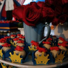 Doces da festa O Pequeno Príncipe por @sandyfarias, @atelierdedeliciasmaceio e Tantan. Várias fotos no blog: www.luizadevestido.blogspot.com.br #Padgram
