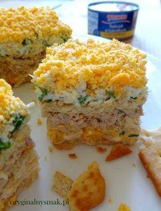 Sałatka warstwowa z tuńczykiem i krakersami | Oryginalny smak