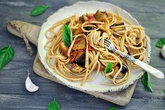 Ζυμαρικά με μελιτζάνες και ελιές Spaghetti, Ethnic Recipes, Food, Essen, Yemek, Spaghetti Noodles, Meals