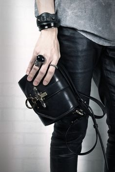 I like the handbag, yes, but also everything I can see of the outfit. (Givenchy)