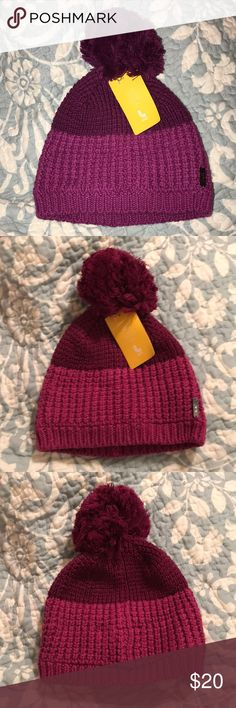 Lole beanie NWT 💌 Same/next day shipping! NWT Lole Beanie in magenta. Very soft and warm cotton. Offers welcome! Lole Accessories Hats