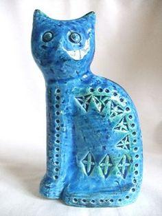 Bitossi cat in Rimini Blue