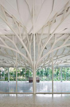 """Une réalisation architecturale inspirée de la morphologie des arbres, intitulée: """"The Tote"""" à Bombay en Inde."""