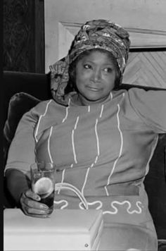 Classic Singers, Classic Jazz, Native American History, African American History, Mahalia Jackson, Different Shades Of Black, Vintage Black Glamour, Black History Facts, Black Celebrities