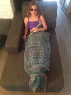 Manta cola de sirena en crochet Mermaid tale blanket Mermaid Tale, Summer Dresses, Fashion, Mermaid Quilt, Mermaid Monofin, Fabrics, Crocheting, Round Loom, Mermaids