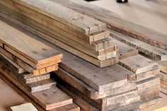 DIY Pallet Wall - Good info on removing and prepping wood from pallets. Diy Pallet Wall, Pallet Walls, Pallet Art, Diy Pallet Projects, Wood Projects, Pallet Ideas, Wood Walls, Furniture Projects, Pallet Crates
