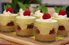 Easy no-bake raspberry lemon cheesecake in jars and strawberry milkshake tarts Lemon Raspberry Cheesecake, Cheesecake In A Jar, Cheesecake Desserts, Köstliche Desserts, Dessert Recipes, Homemade Cheesecake, Small Desserts, Summer Desserts, Easy No Bake Desserts