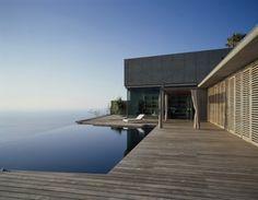 House at Jardin del Sol / Corona y P. Amaral Arquitectos    ↦ That pool!