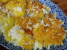 Tadik oftewel aangebakken rijst. Heel erg lekker. Ik maakte deze graag met aardappels op de bodem!