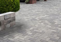 BKK - betonklinker grijs zwart - opritsteen - voorbeeld oprit bestrating