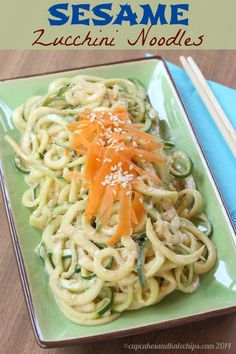 Sesame Zucchini Noodles (Zoodles) - a healthy version of this Asian favorite | cupcakesnadkalechips.com | #lowcarb #glutenfree #vegan