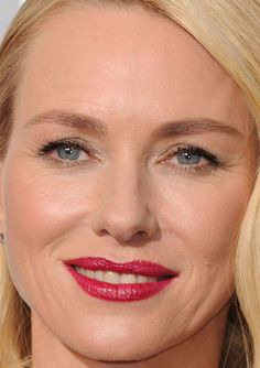 Close-up of Naomi Watts at the 2016 Oscars. http://beautyeditor.ca/2016/02/29/oscars-2016