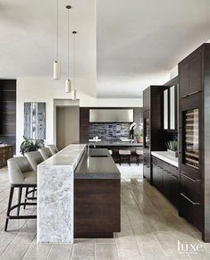 Exceptional modern kitchen room are readily available on our website. Kitchen Room Design, Luxury Kitchen Design, Home Decor Kitchen, Interior Design Kitchen, New Kitchen, Home Kitchens, Kitchen Ideas, Interior Modern, Kitchen Counter Design