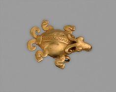 Turtle Pendant Date: century, Panama - Culture: Veraguas - Gold (cast) Animal Jewelry, Jewelry Art, Gold Jewellery, Ancient Aliens, Ancient History, Antique Art, Antique Jewelry, Ancient Jewelry, Ancient Artifacts