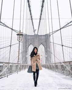 Your New York winter packing list - The Family VoyageAre you trying to find the best New York winter outfit? We have your most important guide to New York winter fashion and a practical New New York Outfits, City Outfits, New York Winter Outfit, New York Winter Fashion, Outfit Winter, New York New Year, Winter Outfits Women, Winter Fashion Outfits, Trendy Outfits