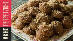 Aki's Greek Christmas Honey Cookies- Melomakarona - by Greek chef Akis Petretzikis. Wonderful aromatic, spiced cookies with honey that are like little cakes! Greek Sweets, Greek Desserts, Köstliche Desserts, Sweets Recipes, Greek Recipes, Cookie Recipes, Delicious Desserts, Greek Meals, Greek Christmas