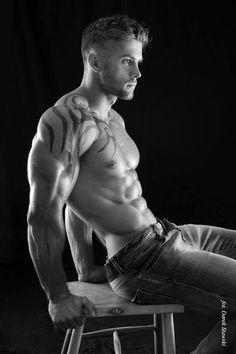 Natural bodybuilder Bartosz Leoniewski by Darek Stawski (2014)