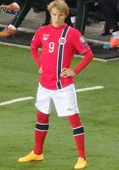 nombre: Martin Ødegaard Nacionalidad: Noruego Edad: 16 años (17/Dic/1998) FC:  Strømsgodset IF(CEntro Delantero)
