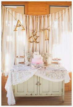 Opmaak bruidscake tafel
