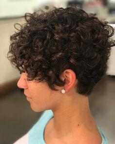 20 latest hairstyles for short curly 20 Neueste Frisuren für kurzes lockiges Haar Short Curly Hair Source Best Curled Pixie Source Curly Bob Hairstyle Source Short Curly Hairstyle Rear View Side View Thin … - Short Curly Pixie, Curly Pixie Hairstyles, Curly Hair Styles, Curly Hair Cuts, Long Hair Cuts, Wavy Hair, Natural Hair Styles, Easy Hairstyles, Prom Hairstyles