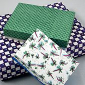 Craft project: Instructions and printable patterns for making rectangular boxes (shirt boxes) with lids in three shapes and sizes. Also included are directions for drafting templates for any size rectangular box. Making Gift Boxes, Gift Boxes With Lids, Diy Gift Box, Diy Box, Making Ideas, Christmas Craft Projects, Holiday Crafts For Kids, Cardboard Crafts, Paper Crafts