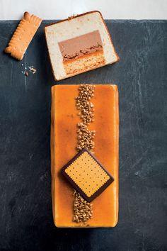 Bûche pâtissière Petit-Beurre. French Desserts, Desserts To Make, No Bake Desserts, Pastry Recipes, Cake Recipes, Layered Deserts, Pastry Design, Glaze For Cake, Log Cake