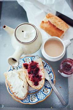 English breakfast... this breakfast has such a homey feeling.... missing England. #craftoftea #englishbreakfast #tea