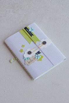 _MG_9311 Scrapbooking Mini Album, Scrapbook Bebe, Scrapbook Paper, Cute Journals, Fabric Journals, Baby Album, Album Book, Book Journal, Smash Book