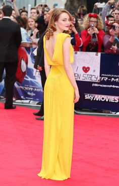 emma-stone-yellow-dress-amazing-spiderman-2-premiere-from-the-back-celebrities-in-yellow-handbag.jpg 450×704 pixels