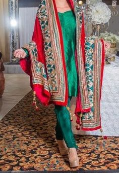 Love the green and red combination,for the bride who wants a simple punjabi suit,patiala salwar perhaps?