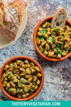 Looking for some easy vegan tapas ideas? Look no further, I've got you covered with this fresh or frozen fava bean recipe. Young fava beans (or baby broad beans, make sure they are green, not brown) cooked up in white wine with onions and garlic, perfect for scooping up with some fresh crusty bread. Serve with other Spanish appetizers for the perfect healthy party platter or casual dinner party meal. They're even vegan! Make them today in just under half an hour. Vegetarian Lunch Ideas For Work, Easy Vegan Lunch, Vegan Lunches, Spicy Vegetarian Recipes, Vegetarian Appetizers, Tapas Ideas, Spanish Appetizers, Eating Vegetables, Dinner Party Recipes