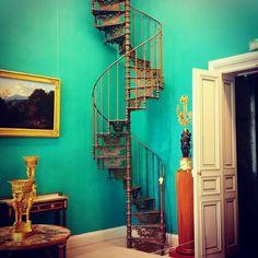 #Montpellier #latergram  #Escalier Hôtel Sabatier-d'Espeyran #musée des #artsdécoratifs du #MuséeFabre. Cet hôtel particulier renferme un ensemble de pièces d'apparat reconstituant l'atmosphère des XVIIIe & XIXe s.  #herault #LanguedocRoussillon #sud #suddefrance #southfrance #igersfrance #ig_france #igers_herault #patrimoine #plaisirsdherault #museum #stairs #stairsandsteps #rampedescalier #perspective