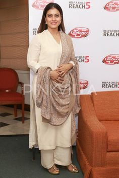 Kajol Looks Ravishing as she Meets PM Narendra Modi Kurti Designs Party Wear, Kurta Designs, Blouse Designs, Pakistani Outfits, Indian Outfits, Indian Dresses, Pakistani Kurta, Indian Attire, Indian Wear