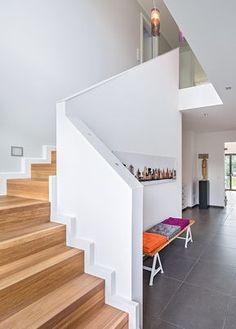 Wand Aufdoppeln wangentreppe weiß und eiche geschlossene stufen treppe