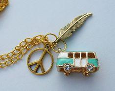 Paz, camper van y autobuses y plumas collar de boho