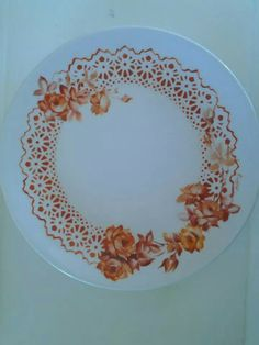Renda Painted Porcelain, Hand Painted, China Painting, Dinnerware Sets, Pictures To Paint, Painting Techniques, Karma, Peonies, Decorative Plates
