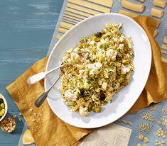 Wer immer den gleich Hörnlisalat mit den immer gleichen Zutaten satt hat, findet in dem wunderbar leichten und mediterran gewürzten Pastasalat eine köstliche Alternative.