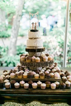 rustic country wedding cupcake with tree stump stand / http://www.deerpearlflowers.com/rustic-wedding-cupcakes-stands/