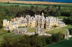 The sister campus of the University of Evansville: Harlaxton Manor, a place in England where the student of UE can live/learn Beautiful Castles, Beautiful Buildings, Beautiful Places, University Of Evansville, Evansville Indiana, English Castles, English Manor Houses, Villa, Grand Homes