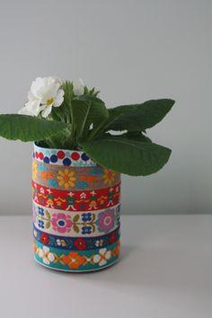 Ribbons + tin can = cheap vase Jufbedankkado Je zult dit maar ontvangen van een leering... Geweldig!!!