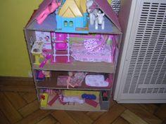kicsi lányomnak készült ez a babaház kidobásra szánt dolgokból.
