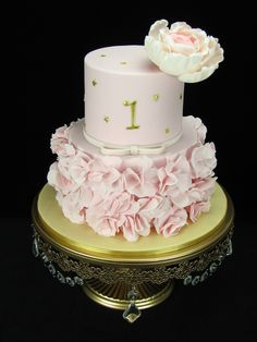 Ruffles: You can never have too much pink. My favourite colour for cakes. This cake is for a double birthday celebration with a 1 on the front for baby daughter and a 30 on the back for the beautiful Mum.