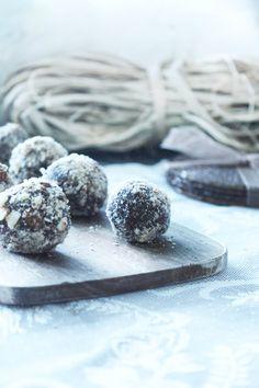Sukkerfrie Sjokoladekuler Glutenfri Lavkarbo Low Carb Desserts, Blueberry, Sweets, Fruit, Food, Alternative, Berry, Good Stocking Stuffers, Candy
