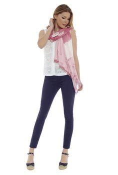 Pashmina PASMI05M, blusa INMA y jeans EVELYN