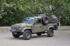 Land Rover w/ minigun