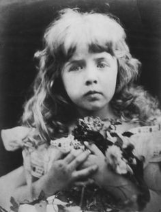 Cameron Julia Margaret    010[amolenuvolette.it]1870 julia margaret cameron petite fille portant ...