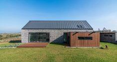 Gabion wall house by Kropka Studio Architecture Résidentielle, Contemporary Architecture, House Landscape, Landscape Walls, Villa, Houses In Poland, Gabion Wall, Landscape Materials, Passive House